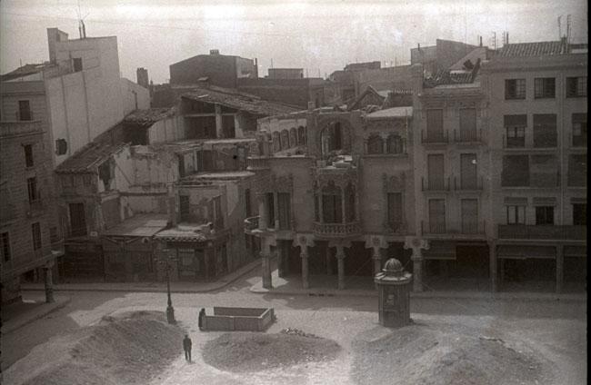 Reus 1937. Mirant el cel foradant la terra